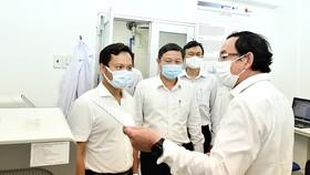 Bí thư Thành ủy TPHCM Nguyễn Văn Nên thăm, động viên đơn vị tuyến đầu chống dịch