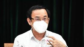 Bí thư Thành ủy TPHCM phát biểu tại hội nghị trực tuyến, triển khai kế hoạch thực hiện các biện pháp cấp bách phòng chống dịch Covid-19. Ảnh: VIỆT DŨNG