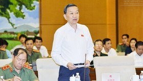 Bộ trưởng Bộ Công an Tô Lâm trình bày Tờ trình tại phiên họp