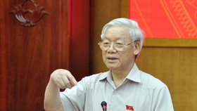 Tổng Bí thư Nguyễn Phú Trọng trao đổi với cử tri  