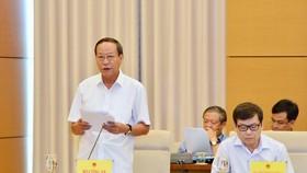 Thứ trưởng Bộ Công an, Thượng tướng Lê Quý Vương trình bày Báo cáo tại phiên họp toàn thể của Uỷ ban Tư pháp