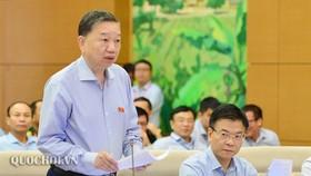 Bộ trưởng Bộ Công an Tô Lâm, báo cáo trước Ủy ban Thường vụ Quốc hội, sáng 12-9-2019. Ảnh: QUOCHOI