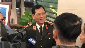 Thiếu tướng Nguyễn Hữu Cầu, Giám đốc Công an Nghệ An Trao đổi với báo chí bên lề Quốc hội chiều nay, 4-11