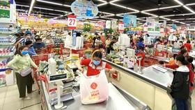 Các hệ thống siêu thị tại TPHCM cung cấp đầy đủ hàng hóa trong thời điểm xảy ra dịch Covid-19, tháng 3-2020. Ảnh: CAO THĂNG