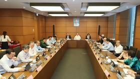 Quang cảnh phiên họp tổ ĐBQH TPHCM sáng 2-11