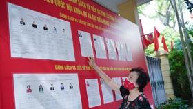 Các tổ chức phụ trách bầu cử phải chủ động theo dõi, nắm thông tin kịp thời về biến động danh sách cử tri, tổng số cử tri trong danh sách tại khu vực bỏ phiếu. Ảnh: ĐỖ TRUNG