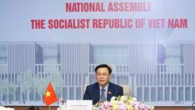 Chủ tịch Quốc hội Vương Đình Huệ phát biểu