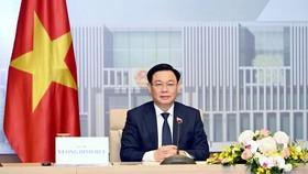 Chủ tịch Quốc hội Vương Đình Huệ hội đàm với Chủ tịch Nhân đại Trung Quốc Lật Chiến Thư