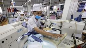 Trong 6 tháng đầu năm 2021, ngoài tác động bởi dịch Covid-19, các doanh nghiệp tại Việt Nam phải gánh thêm chi phí sản xuất do giá nguyên vật liệu, chi phí vận tải và giá thuê đất tăng