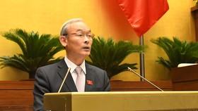 Chủ nhiệm Ủy ban Tài chính, Ngân sách Nguyễn Phú Cường trình bày báo cáo tại phiên họp  
