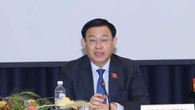 Chủ tịch Quốc hội Vương Đình Huệ phát biểu tại Tọa đàm Doanh nghiệp Việt Nam - Phần Lan. Ảnh: DOẪN TẤN