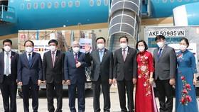 Chủ tịch Quốc hội Vương Đình Huệ và Đoàn công tác trở về sau chuyến công tác châu châu Âu thành công tốt đẹp. Ảnh: QUANG PHÚC