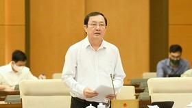 Bộ trưởng Bộ KHCN Huỳnh Thành Đạt thừa uỷ quyền Chính phủ trình bày Tờ trình dự án Luật sửa đổi, bổ sung một số điều của Luật Sở hữu trí tuệ. Ảnh: VIẾT CHUNG