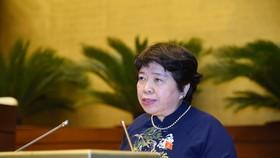 Chủ nhiệm Uỷ ban Xã hội Nguyễn Thuý Anh trình bày báo cáo tại phiên họp. Ảnh: QUANG PHÚC