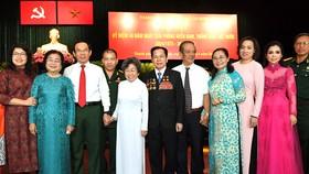 Bí thư Thành ủy TPHCM Nguyễn Văn Nên và Chủ tịch HĐND TPHCM Nguyễn Thị Lệ gặp gỡ các đại biểu tại buổi họp mặt. Ảnh: VIỆT DŨNG
