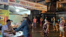 Chợ Bình Thới, quận 11 triển khai tổng đài tự động đặt lịch đi chợ cho người dân
