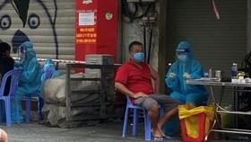 tiêm vaccine lưu động cho người dân phường Tân Định, quận 1