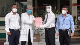 Đoàn Luật sư TPHCM trao tặng trang thiết bị y tế cho Bệnh viện Nhân dân 115