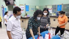 Đồng chí Tô Thị Bích Châu khảo sát các túi an sinh tại Trung tâm an sinh quận Phú Nhuận
