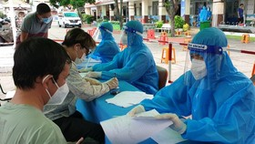 Quận 11 triển khai tiêm vaccine mũi 2 cho người dân trên 18 tuổi
