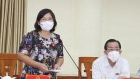 Phó Trưởng đoàn chuyên trách Đoàn ĐBQH TPHCM Văn Thị Bạch Tuyết phát biểu tại buổi tiếp xúc.