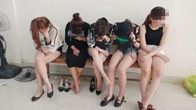 Đột kích quán bar ở quận 7 phát hiện 50 nam nữ phê ma túy