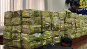 Người nước ngoài vận chuyển số lượng ma túy rất lớn trên xe bán tải