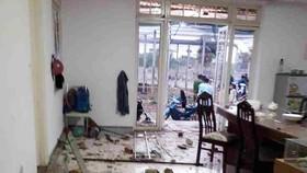 """Căn nhà bị nhóm """"giang hồ"""" đập phá nhiều tài sản"""