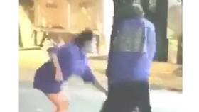 Xôn xao đoạn clip nữ sinh THPT bị đánh hội đồng quay video đưa lên mạng.