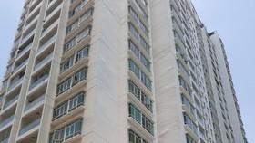 Điều tra vụ người đàn ông nghi rơi từ tầng cao chung cư tại Nhà Bè