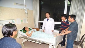 Thượng úy Linh đang được điều trị tại bệnh viện. Ảnh: CA