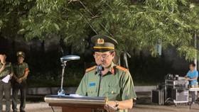 Đại tá Lê Hồng Nam - Giám đốc Công an TPHCM phát biểu tại buổi lễ ra quân tấn công trấn áp tội phạm. Ảnh: CHÍ THẠCH