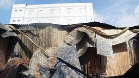 Nhiều nhà dân ở quận 9 bị ngọn lửa thiêu rụi vào rạng sáng