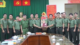 Thiếu tướng Lê Hồng Nam thăm, chúc tết cán bộ chiến sĩ Phòng Tham mưu Công an TPHCM