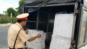 Lực lượng bắt giữ xe chở thuốc lá lậu trước đó