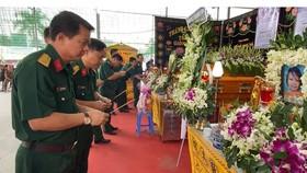Bộ Tư lệnh TPHCM thăm, động viên gia đình nạn nhân vụ hỏa hoạn 6 người tử vong