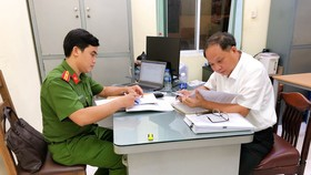 Công an làm việc với ông Tất Thành Cang ngày 16-12-2020