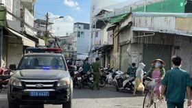 Lực lượng công an có mặt khu vực Chợ Từ Đức, TP Thủ Đức vào chiều ngày 1-7