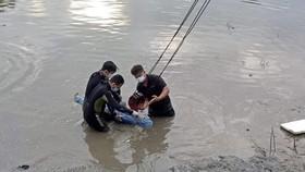 Nam thiếu niên ở quận 7 đuối nước khi đi bắt cá
