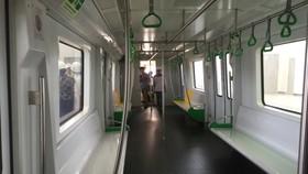 Toa tàu chỉ bố trí 2 hàng ghế dọc để tăng sức chứa và tạo thuận lợi khi di chuyển