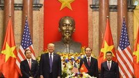 Lễ ký kết hợp đồng giữa Vietnam Airlines và Pratt & Whitney dưới sự chứng kiến của Chủ tịch nước Trần Đại Quang và Tổng thống Hoa Kỳ Donald Trump