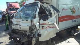 Một vụ va chạm liên hoàn giữa 6 xe trên đường Nguyễn Văn Linh đoạn qua xã Bình Hưng, huyện Bình Chánh (TPHCM) vào sáng 30-12. Ảnh: CHÍ PHƯỚC