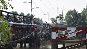 Cầu Long Kiển sập do quá tải 4 lần