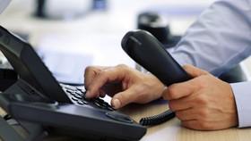 """Khi """"nhân viên sân bay"""" gọi điện yêu cầu đóng phí để nhận quà nước ngoài, đừng vội tin!"""
