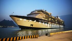 Tàu khách đầu tiên cập cảng tàu khách quốc tế Hạ Long