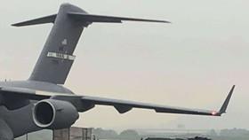 Máy bay C-17 chở xe Cadillac One của Tổng thống Mỹ hạ cánh tại Nội Bài