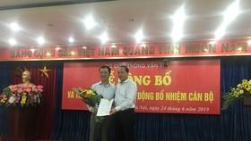 Thứ trưởng Bộ GTVT Nguyễn Nhật trao quyết định bổ nhiệm cho ông Lê Minh Đạo