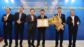 Tổ bay Vietnam Airlines nhận bằng khen của Thủ tướng Chính phủ