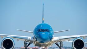Chuyến bay chở 240 công dân Việt Nam từ Pháp về nước vừa hạ cánh tại sân bay Vân Đồn
