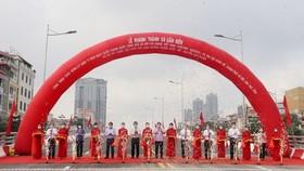 Thông xe cầu vượt Nguyễn Văn Huyên (Hà Nội)